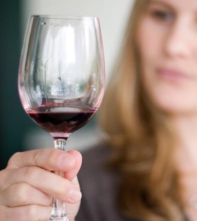 holding-wine-glas